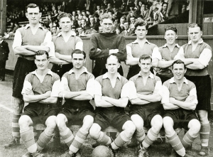 1949-50 team photo pre-season (players in away strip)